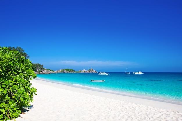열 대 하얀 모래 해변입니다. 시밀란 제도, 태국, 푸켓.