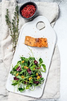 Trout steak with arugula, lettuce and cranberries