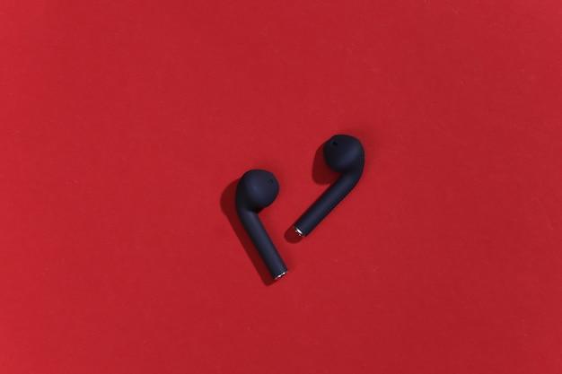 真のワイヤレスbluetoothヘッドフォンまたはイヤフォン