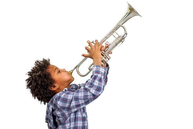 Трубач играет блюз.