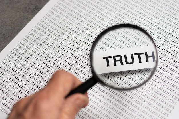 돋보기와 진실 개념 배열