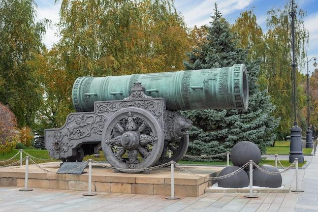 Царь-пушка московский кремль россия памятник русского артиллерийского литья