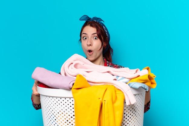 服を洗うttyの女の子の家政婦