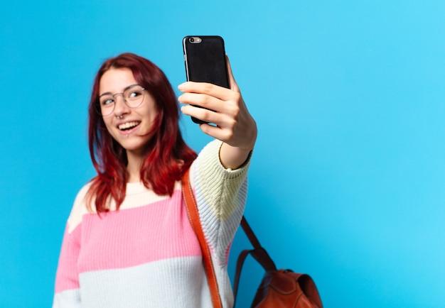 Студент tty женщина с помощью своего телефона
