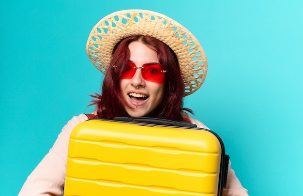 スーツケースを持って休日にtty女性