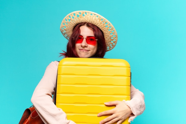 Тти женщина в отпуске с чемоданом Premium Фотографии