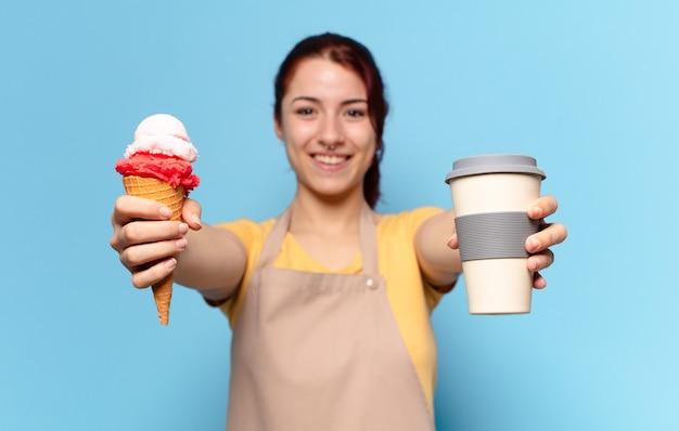 테이크 아웃 커피와 아이스크림을 가진 tty 여자