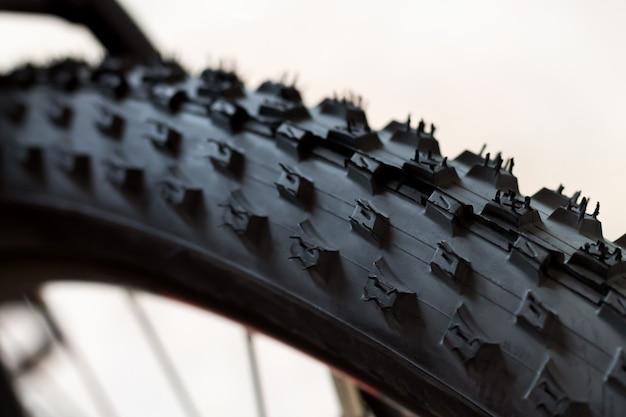 현대적인 새로운 mtb 경주 산악 자전거 클로즈업의 튜브리스 타이어