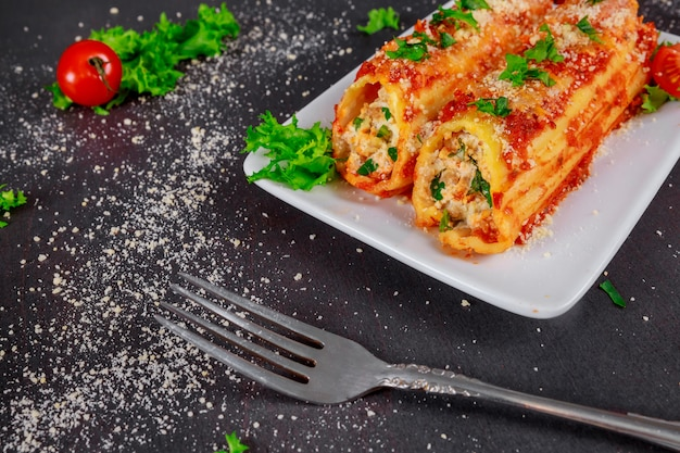 Tubules cannelloni with ricotta and spinach, closeup