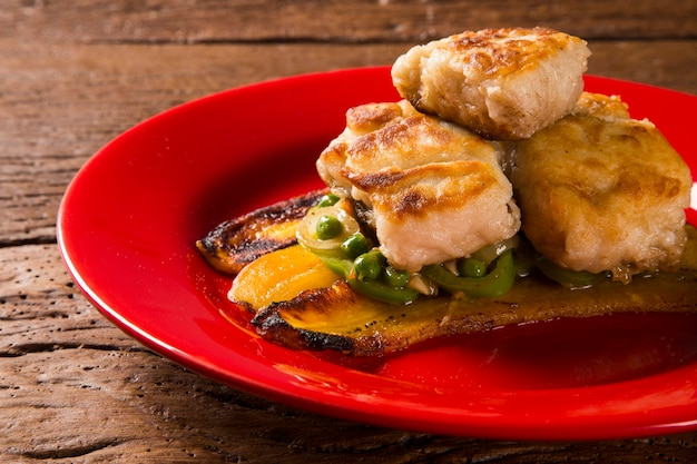 ピーマンとバナナとバターのツクナレ魚-伝統的なアマゾン料理