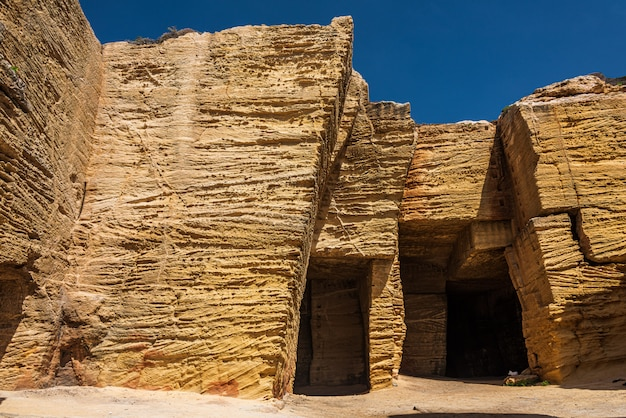 ファヴィニャーナのタフ鉱山