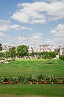 夏の日のチュイルリー庭園、パリ、フランス