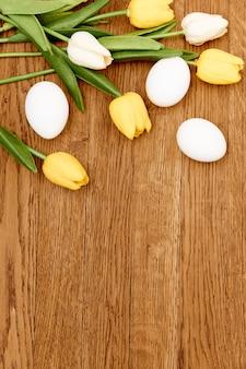 チューリップの花束白い卵休日イースター装飾伝統木製の背景