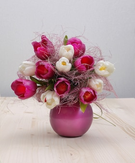 Tulip bouquet on wooden table