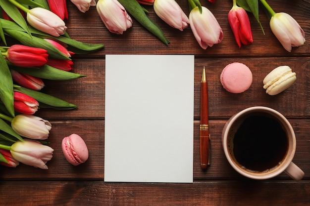 Тюльпан цветы пустой бланк бумажной ручки французское миндальное печенье