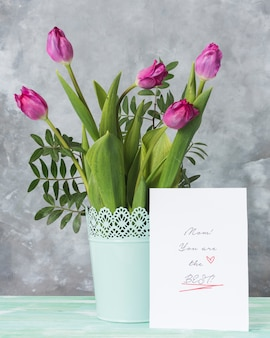 Тюльпаны и открытка ко дню матери