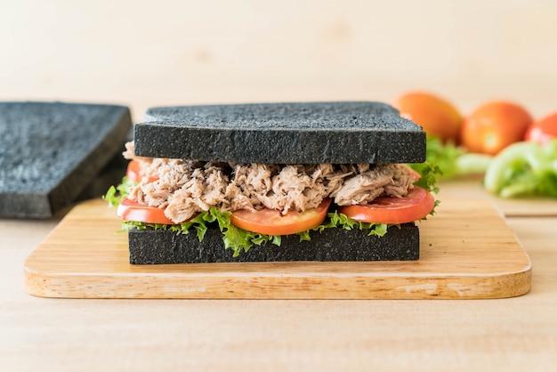 Sandwich di tonno di carbone