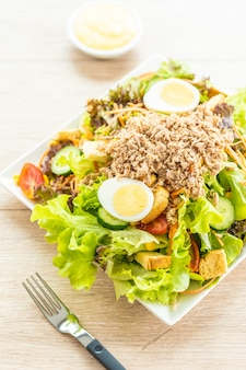 Tuna meat and eggs with fresh vegetable salad