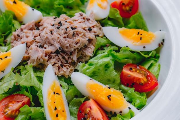Tuna salad egg tomato lettuce sesame side view