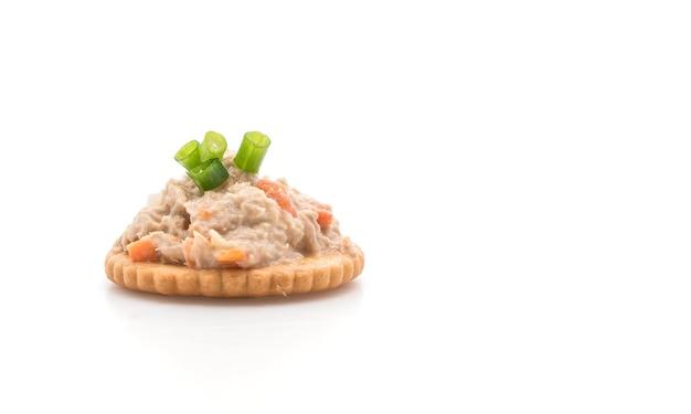 Tuna salad with cracker