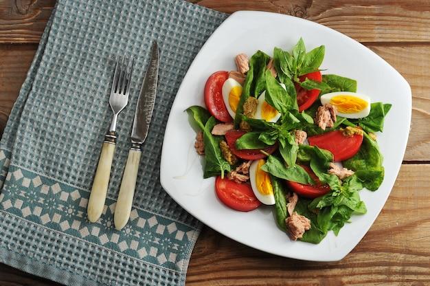 Tuna salad  with tuna, spinach, egg, tomatoes, mustard