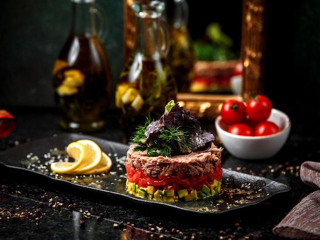 ツナサラダと野菜のプレート