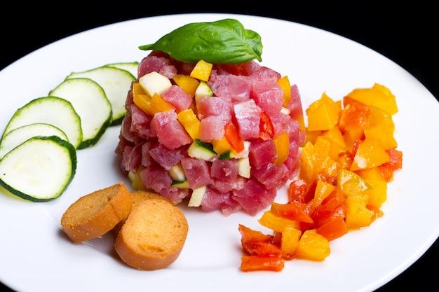 Tuna tartar with fresh zucchini and pepper