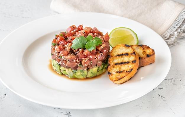 Tuna tartare with avocado and sesame seeds