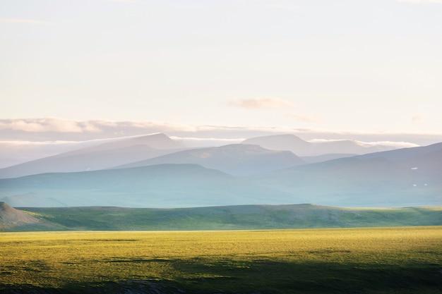 Пейзажи тундры за полярным кругом
