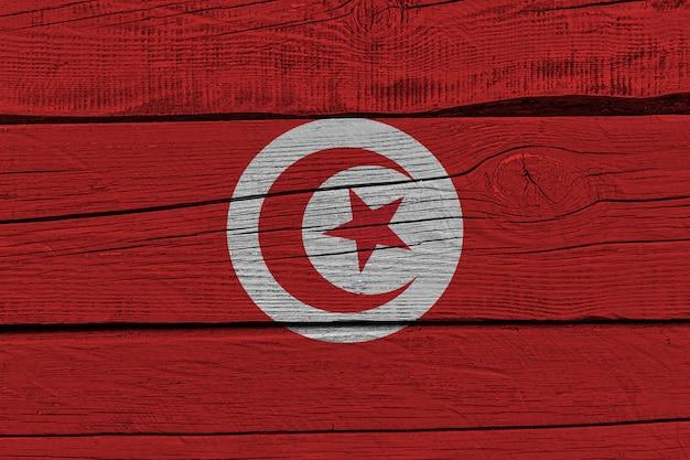Флаг туниса нарисовал на старой деревянной доске