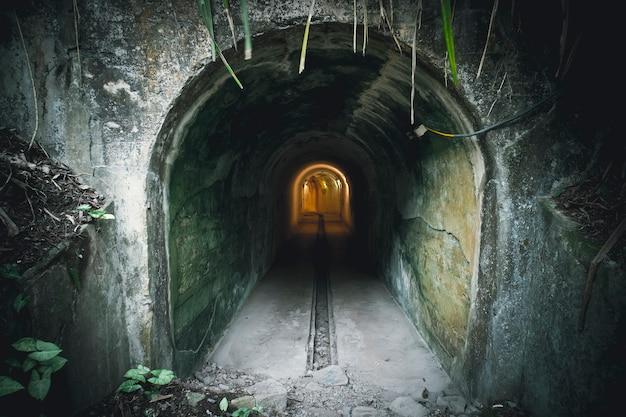 터널 원자폭탄은 이곳이 독특한 u자 모양을 닮아 지어졌다고 하여 u자 터널이라고도 합니다. 핵 공격에 대한 보호.