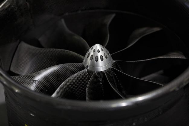 Турбореактивный двигатель самолета, крупный план