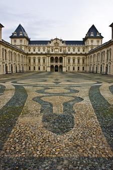 Туринский замок, в парке валентино, пьемонте, северная италия