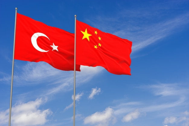 푸른 하늘 배경 위에 터키와 중국 플래그입니다. 3d 일러스트레이션