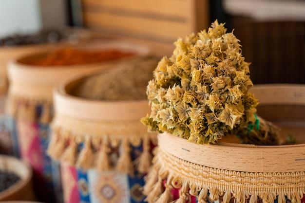 トルコのアダティーセージの枝。癒しと治療のための中国のハーブティー。
