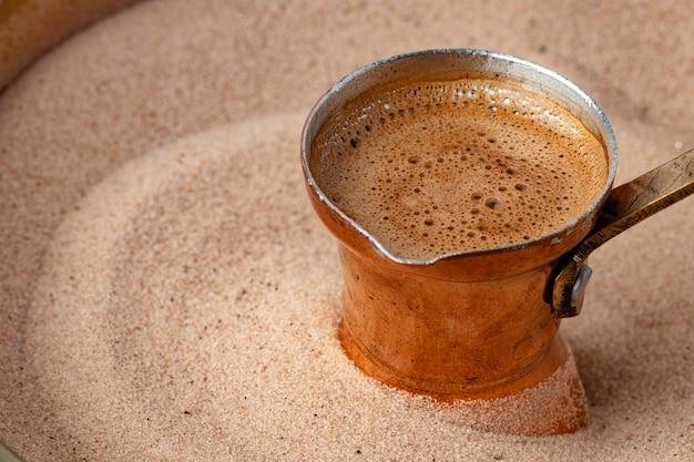 砂で淹れたトルココーヒー