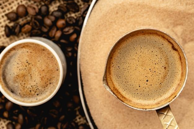 Турецкий кофе, приготовленный в песке с турком