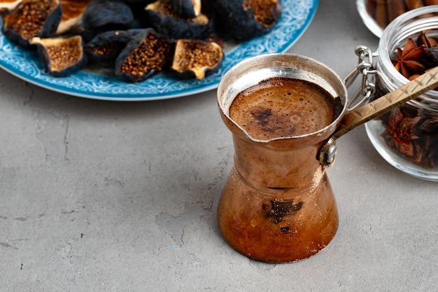 銅トルコ人の泡とトルココーヒー