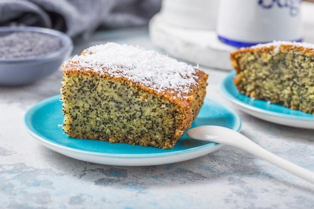 Турецкий десерт ревани с маком. традиционная сладость.