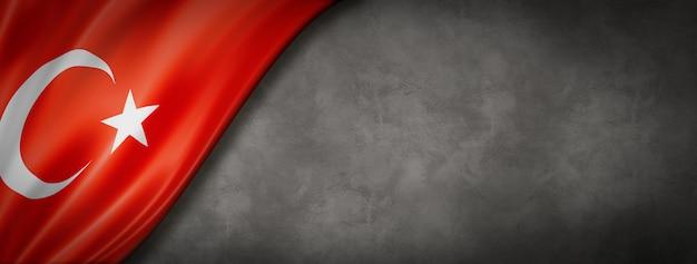 Турецкий флаг на бетонном фоне