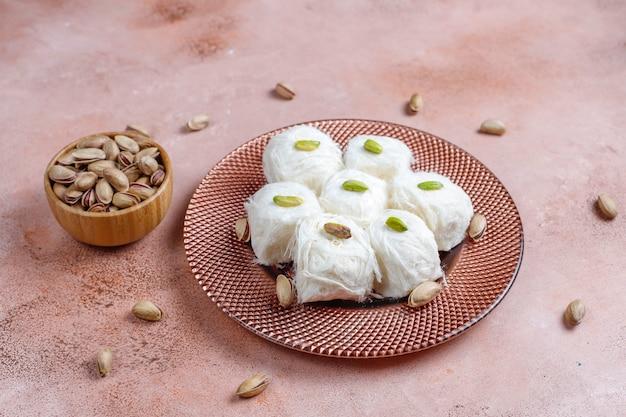 터키식 치실 할바 피스마니예, 솜사탕 디저트.