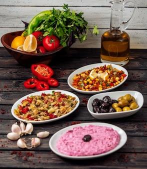 Insalate turche sul tavolo