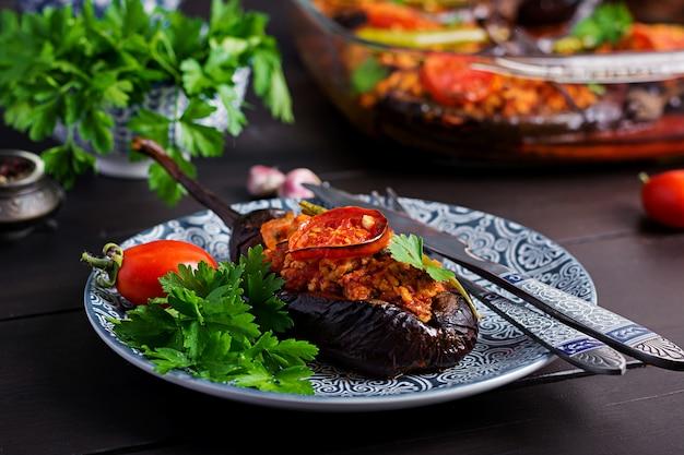 牛ひき肉と野菜のトマトソース焼きナス