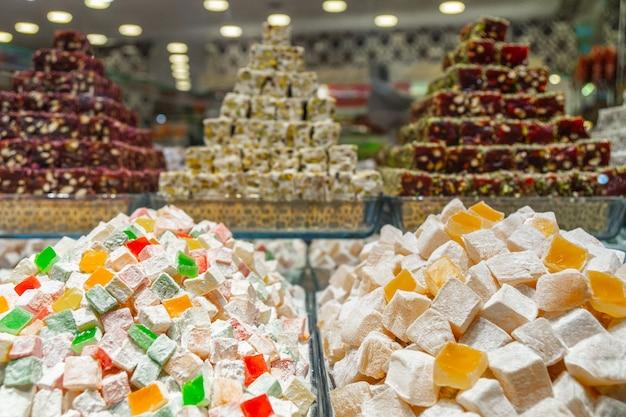 Турецкие сладости на прилавке