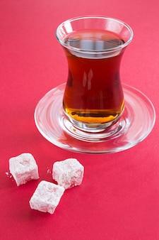 Турецкий чай и сладости на красном