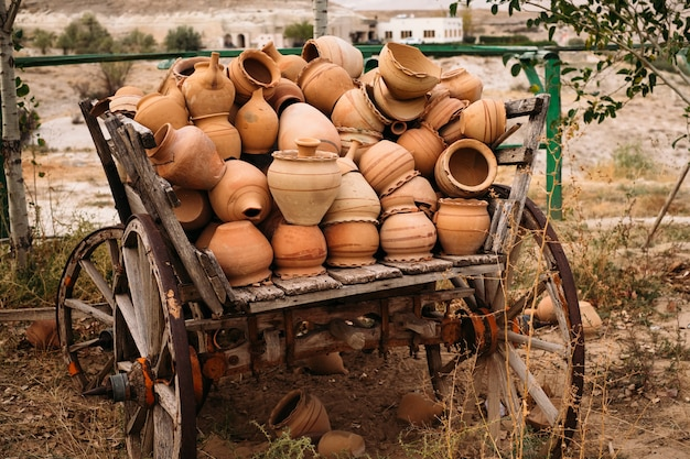 카파도키아에서 터키 전통 점토 냄비 장식