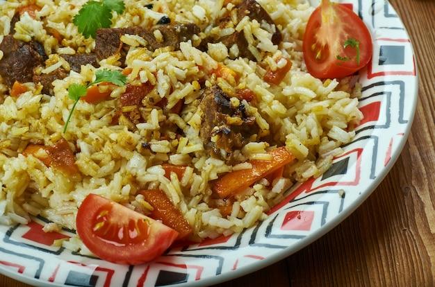 トルクメンピラフ料理、伝統的な盛り合わせ料理、上面図。