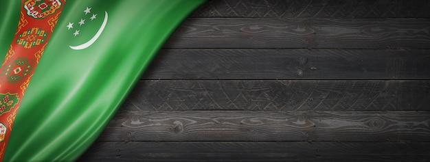검은 나무 벽에 투르크 메니스탄 플래그입니다. 수평 파노라마 배너.