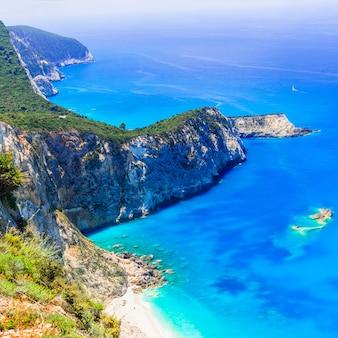 Бирюзовое красивое побережье острова лефкас, греция