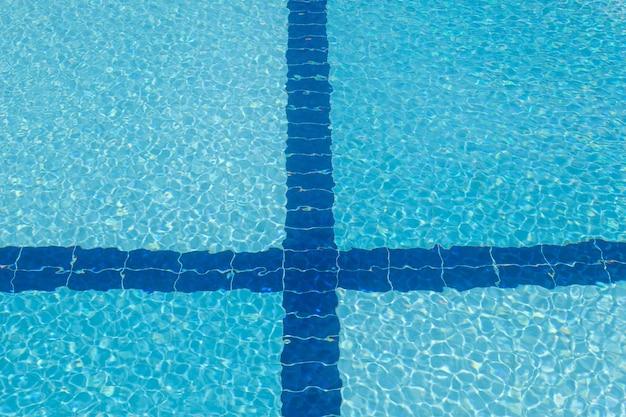 수영장의 청록색 바닥, 수영장의 바닥
